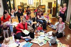 Městská knihovna Loket se zapojila i do mezinárodního projektu Bookstart – S knížkou do života.