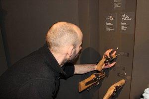 """Novou expozici muzea si """"prohlédnou"""" i nevidomí"""