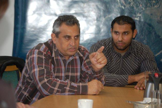 Romský aktivista Vojtěch Pompa (vlevo)