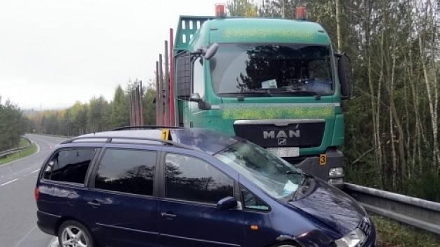 Dopravní nehoda u Dolních Niv.