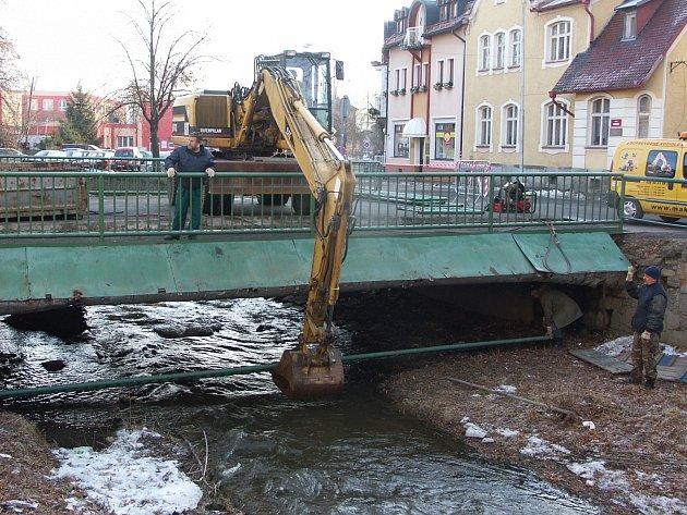 Most u Jiskry byl v havarijním stavu a zrekonstruován jako první