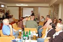 Zástupci měst a obcí na společném setkání s tématem ´jak získat evropské peníze´.
