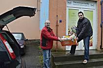 Příspěvek Chodova použije Potravinová banka na nákup chladicího vozu, potvrdil ředitel Milan Hloušek (vpravo).