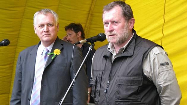 Starosta Kraslic Zdeněk Brantl (vpravo).