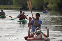 Vodáci v sobotu otevřeli řeku Ohři a zahájili prvním splutím vodáckou sezonu.