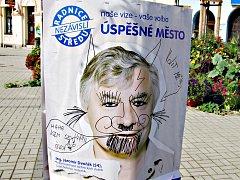 Jeden z plakátů na Starém náměstí