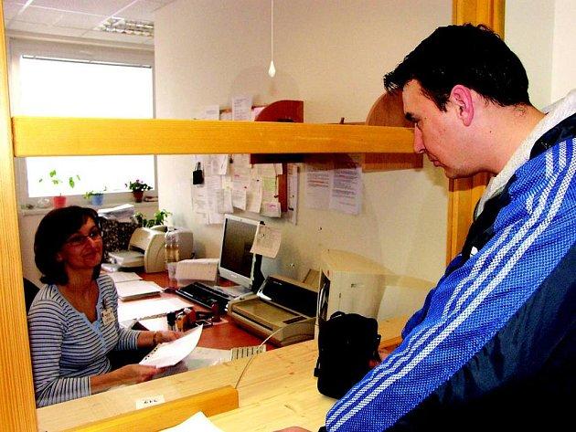 Sokolovské úřednice vyřizují denně stovky lidí