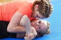 V prvním kole kralovarské ligy v grapplingu bojovaly i dívky