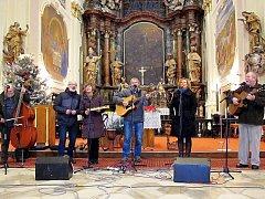 Pravidelným a tradičním místem, kde zní vánoční koncert Roháčů, je kostel v Chlumu Svaté Maří.