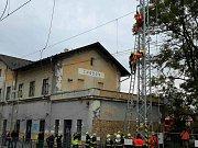Dělníka na nádraží v Chodově zasáhl proud