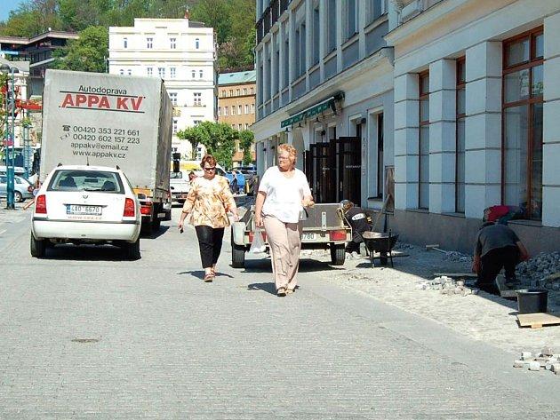 Centrum lázeňského města je plné prachu.
