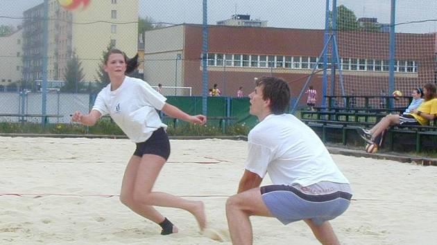 Beach volejbalová sezona zahájila o víkendu prvním turnajem.