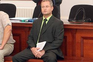 DNES již exstarosta Oloví Miroslav Filandr stojí před soudem kvůli zakázce na zateplení sídlišť.