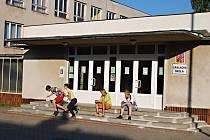 ZÁKLADNÍ ŠKOLA v Rotavě má neobsazenou kapacitu. Město zvažuje, jak nevyužité prostory přebudovat.