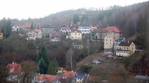 Výhled z hradu Loket.
