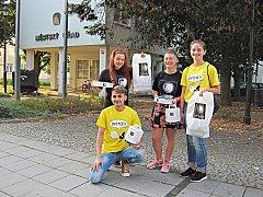 Studenti dobrovolníci byli převlečení za světlušky. Měli žlutá nebo černá trička, krovky a tykadla.