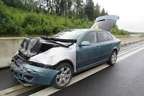 Za vydatného deště je třeba ubrat plyn. Da dálnici havarovala hned dvě auta.