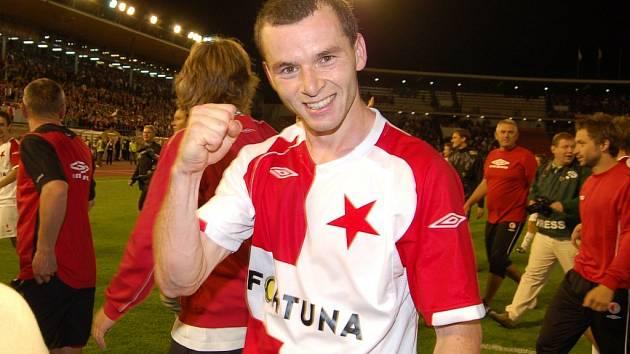 František Dříďal se raduje po vítězství nad Ajaxem Amsterdam.