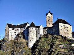 Další příležitost poznat hrad Loket za tmy. Možná uvidíte tajemné stíny obcházet hradem.