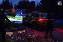 Muž v Habartově střílel z okna nelegálně drženou zbraní, jednoho člověka zasáhl