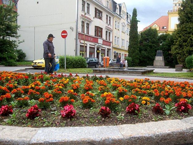 Náměstí 28. října v Kraslicích čeká celková rekonstrukce. Práce si vyžádají poměrně rozsáhlá dopravní opatření. Na frekventovaném místě nebude možné parkovat.