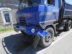 Opilý řidič Tatry narazil do dalšího náklaďáku.