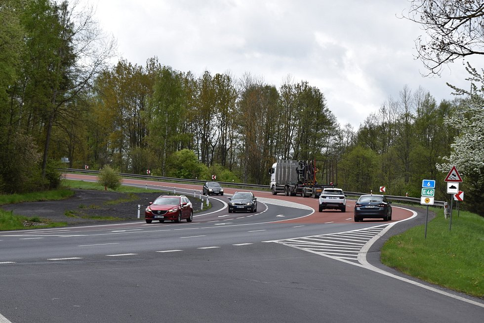 Silnice č.6 a sjezd od golfu a Olšových Vrat na Karlovy Vary. Za poslední dva roky zde bylo 20 nehod a 14 zranění.