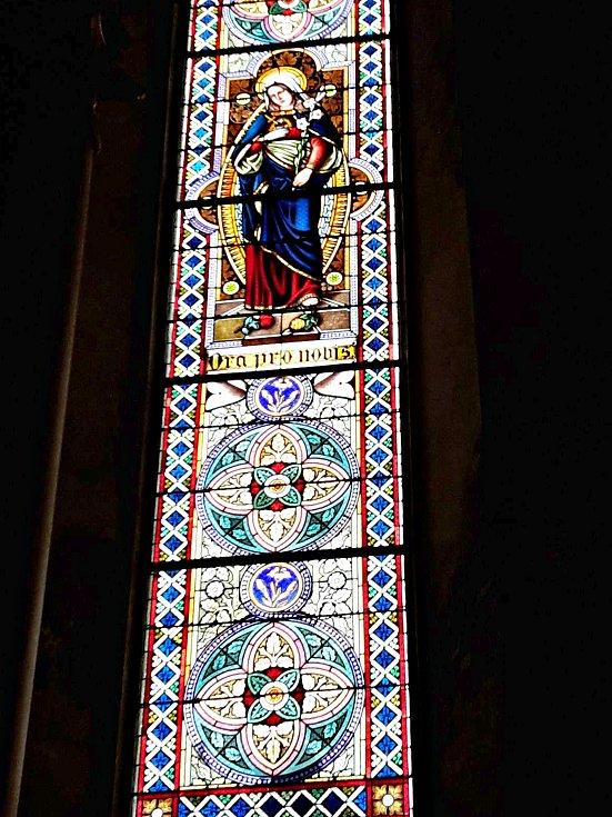 Zrestaurované vitráže.