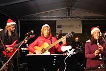 ADVENT ZAHÁJILA SKUPINA Alison v Chodově. Představí se ale i před domácím publikem, a to vánočním dvojkoncertem.