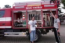 Hasiči z Vintířova mají veškeré vybavení nejen na hašení požárů, ale i na technické zásahy. Nové vozidlo koupili v roce 2004.
