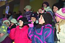 Stavění a rozsvícení vánočního stromu v Kraslicích.