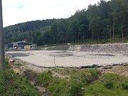 Policie prošetřuje prodej pozemků u hranic, kde staví nové výrobní prostory a logistické zázemí firma MHZ Hachtel.