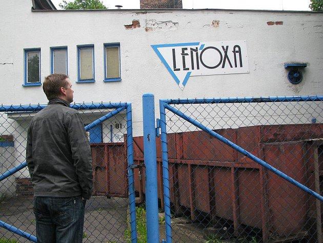 KOTELNU v Krajkové začnou v pátek přebírat pracovníci společnosti ČEZ Teplárenská. Lenoxa, která zde topila od roku 1993, je v konkurzu.
