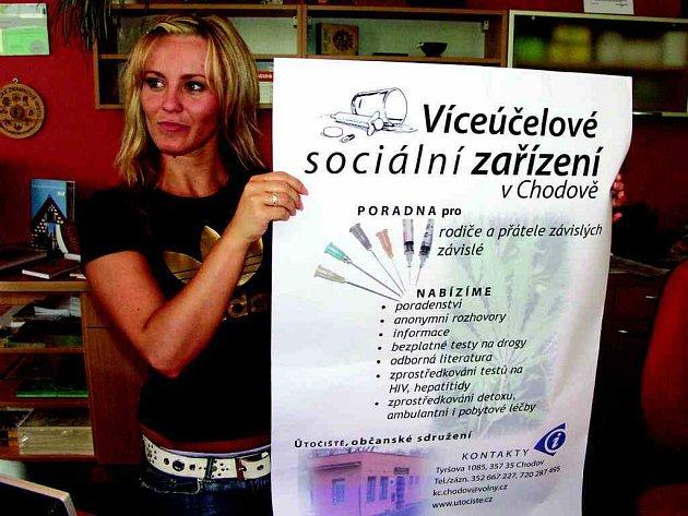 Informační plakát Útočiště vylepilo i chodovské infocentrum.