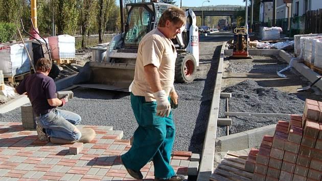 Výstavba obytné zóny v Novém Sedle.
