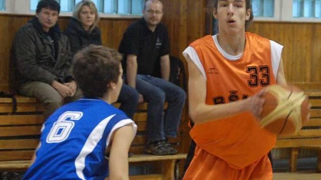 Basketbalisté U16 družstva BŠM Sokolov v akci.