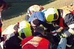 Dálnici D6 v neděli v podvečer uzavřela vážná nehoda. Přistával i záchranářský vrtulník.