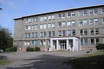 Škola v ulici Sokolovská v Sokolově osiřela. Její budovu se snaží město prodat, demolice je prý až poslední možnost.