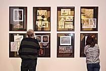 Fotografie Jiřího Stacha si mohou prohlédnout návštěvníci v atriu knihovny v Lokti.