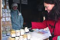 TAK KTERÝ? Zima není pro trhovce žádný med. Přesto Zuzana vyráží se stánkem na vánoční trhy téměř každý víkend.