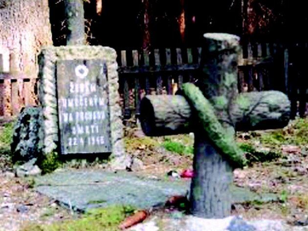 Pomníček umučených žen na stráni nad Čistou.