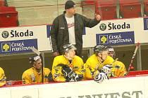 Jaromír Carvan na střídačce sokolovských hokejistů