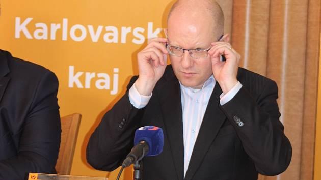 Předseda ČSSD Bohuslav Sobotka na tiskové konferenci v Novém Sedle na Sokolovsku.