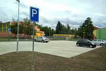 Parkoviště ve Smetanově ulici už slouží řidičům.