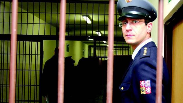Z Kynšperské věznice telefonoval vězeň