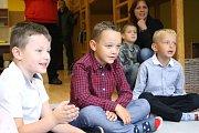 V duchu oslav 20. výročí se nesl i první školní den. Děti přivítali žongléři na chůdách. Den plný her čekal děti, rodiče i veřejnost. Užili si ho i prvňáčci.