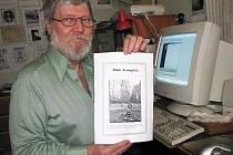 Spisovatel Ladislav Nykl z Chodova pracuje na Trampské bibli.