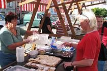 V sobotu bylo na loketském náměstí k dostání pečivo, sýry, koření či masné výrobky.