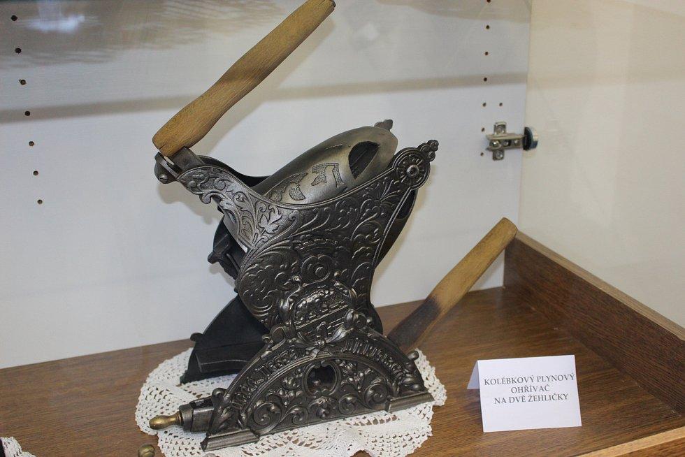 Část své sbírky žehliček vystavuje nyní Jiřina Siváková v Muzeu Horní Slavkov.