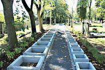 MĚSTSKÝ HŘBITOV  v Chodově se dočkal během léta úprav. Přibyly tam například nové epitafní a urnové hroby.